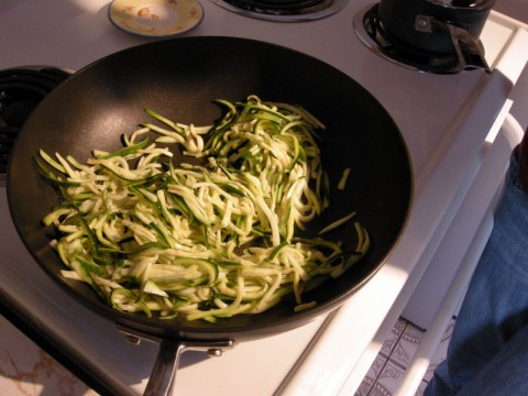 Frying the zucchini pasta