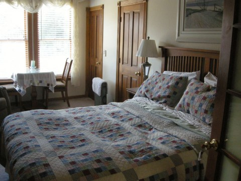 Room at the Shasta MountInn B&B
